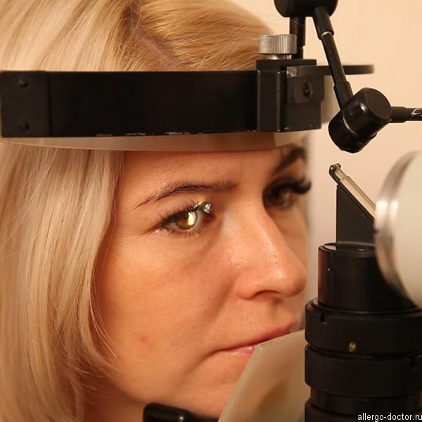 Прием офтальмолога, осмотр на приеме у окулиста, прием окулиста, осмотр офтальмолога, осмотр на щелевой лампе